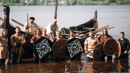 Vikingu_kuģis_450