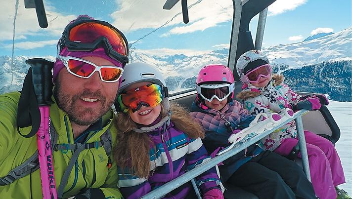 Vēl viens hobijs un dzīvezveida sastāvdaļa - esmu kalnu slēpošanas insruktors. Ar saviem audzēkņiem Itālijas Alpos.