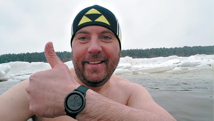 """Ziema - arī viena no manām stihijām. Patīk paskriet """"pa pliko"""". Arī -22 grādos. Vasarā es praktiski nepeldos - ir par siltu. Kad ūdens temperatūra pietuvojas +1 grādam, tad peldēšanas sezona var sākties."""